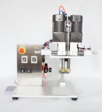 Полуавтоматическое устройство для закручивания пластиковых крышек/пробок